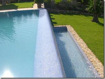 piscina infinita desbordante
