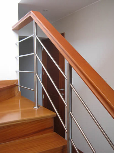Como elegir el pasamanos correcto para tu escalera for Escaleras de aluminio para interiores